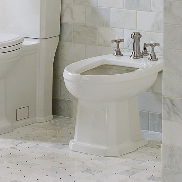 DXV Fitzgerald Bidet Room Scene- Canvas White